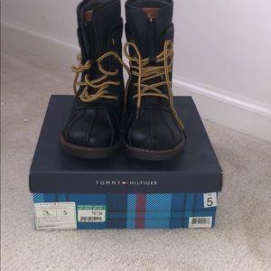 NIB Tommy Hilfiger Duck Boots